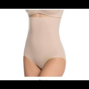 NWOT Spanx higher power panties size large nude